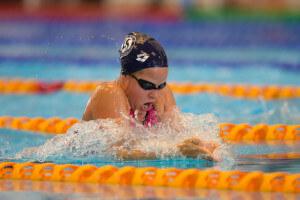 Eva Kummen hadde null hemninger i sitt første NM og leverte brystsvømming på høyt nivå.