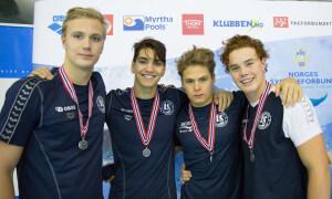 Sterk innsats på lagene ga medaljebonus for mange av våre beste svømmere. Det gjaldt også denne gjengen, som alle svømte over evne på 4x200 under NM junior i Alta.
