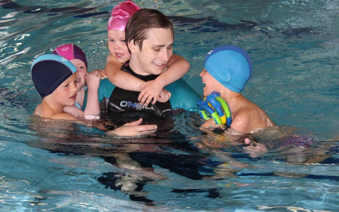 Har du lyst på verdens beste jobb? Vi søker svømmeinstruktører!